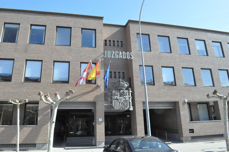 El juzgado decreta el embargo de bienes contra novagalicia for Juzgados de ponferrada