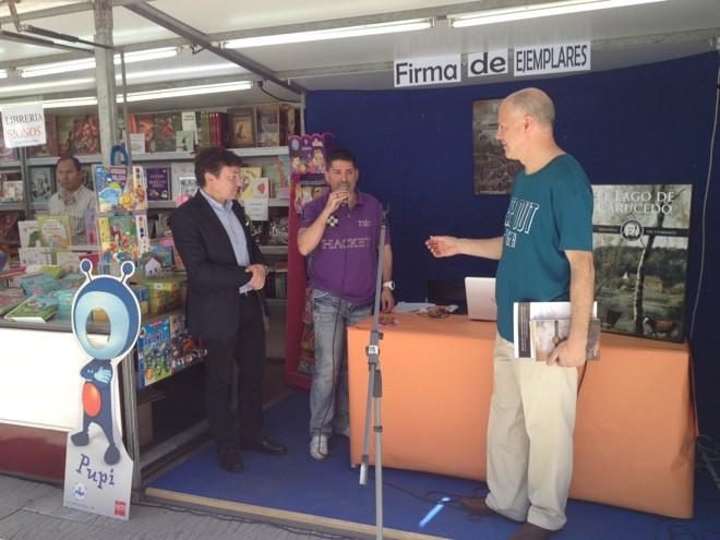 Valentín Carrera presentó en la Feria del Libro los dos primeros títulos de la colección de Gil y Carrasco
