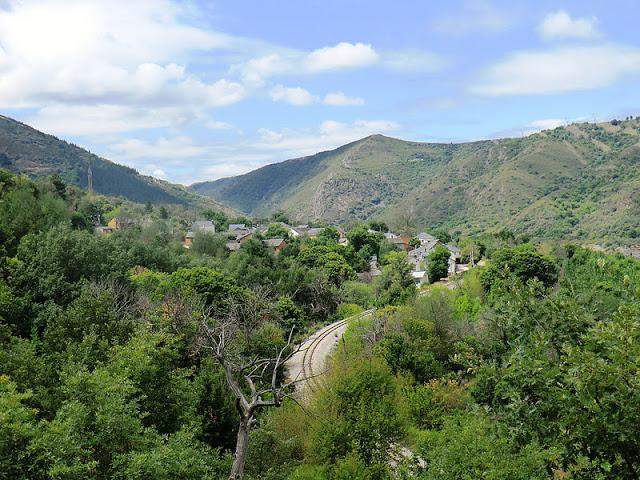 Los alumnos pasarán una jornada pintando en Santa María del Sil y sus alrededores (foto: lasendadelhayedo.blogspot.com)