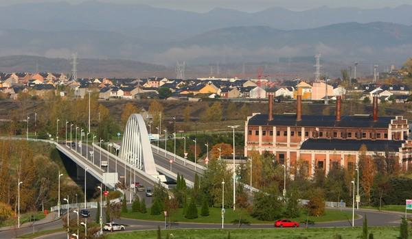 El Puente del Centenario es el último que se ha construido en Ponferrada (C. Sánchez/Ical)
