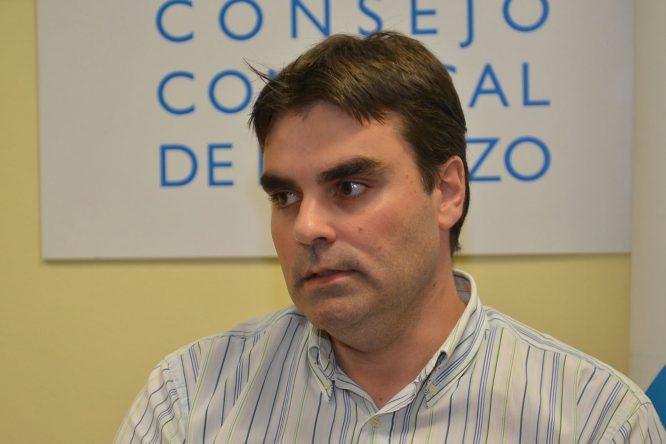Sergio Álvarez, alcalde de Cacabelos, también asistió a la presentación de la feria que se celebrará en su municipio. / QUINITO