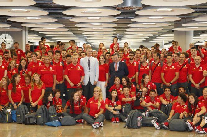 La delegación española, con el Rey.