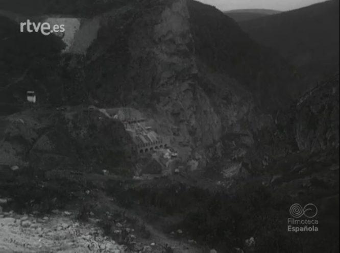 Construcción del pantano de Bárcena. NODO 17. Enero 1955