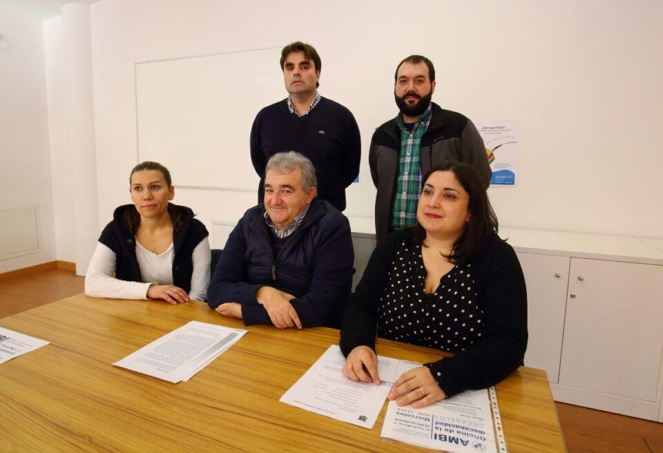 Cacabelos pone en marcha la primera oficina de la for Oficina virtual medio rural
