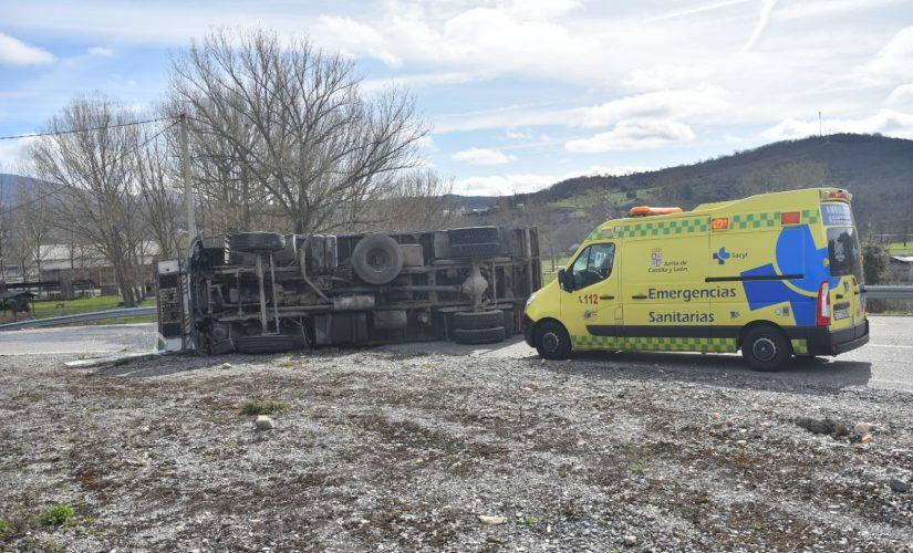 Vuelca un camión en Toreno y su conductor resulta herido